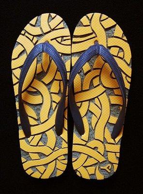 休閒鞋海灘鞋夾腳拖鞋涼鞋像版畫模板又似木雕刻的橡膠雕刻文創藝術品001【心生活美學】