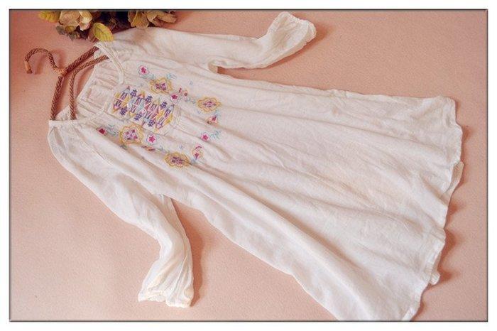 玫瑰森林-- ☆°*美麗嚴選~文藝風彩色圖騰刺繡 白色棉質七分袖洋裝 (特價)#D007