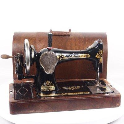 百寶軒 1925年英國古董勝家Singer99手搖縫紉機帶箱蓋缺少一個底線蓋 ZG2339