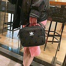愛迪達adidas 三葉草 菱形幾何單肩包 男女斜跨包 旅行男女包