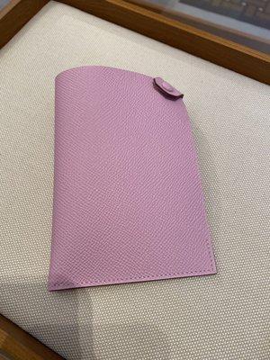 HERMES愛馬仕🐎(真品)-《全新》粉紅淡紫護照套