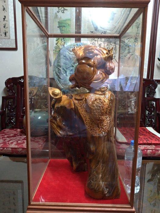 陳化崖柏有玻璃櫃/高76公分寬41公分深38公分重量17公斤/高油,重氣味,造型栩栩如生,收藏上品。