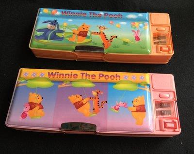 《展示出清》全新㊣授權POOH小熊維尼多功能雙層鉛筆盒/小熊維尼多功能筆盒~兩款可選~微瑕出清