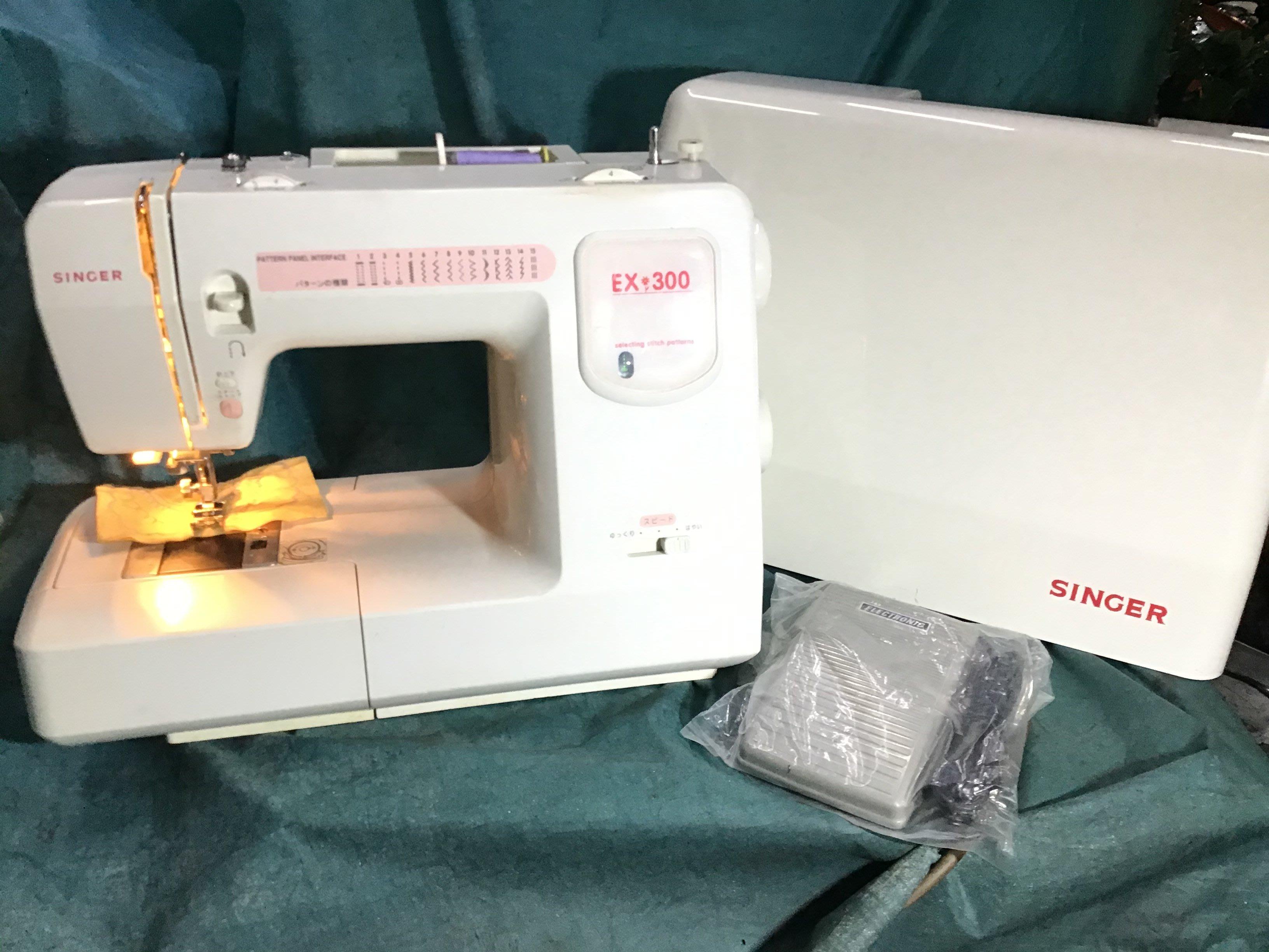 家庭用 縫紉機二手 SINGER 勝家 EX300手控,腳踏控兩用有自動 穿線、 含半年保固~ 拼布 、學生、家用皆可。