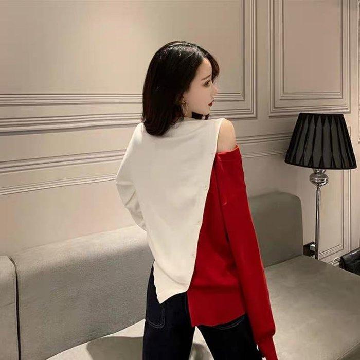 法式優雅撞色露肩挖洞性感胸單肩長袖針織上衣 2色 不對稱排扣 毛衣 雙色 寬鬆