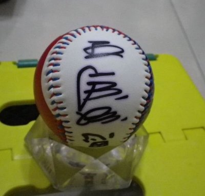 棒球天地---棒球之神王貞治+棒球國寶曾紀恩簽於新版國旗球..字跡漂亮..降價出售