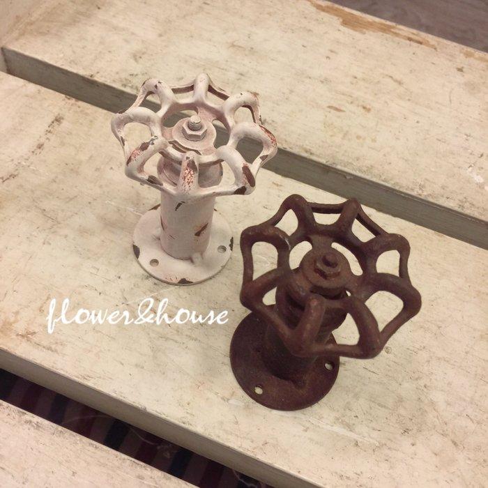 FLOWER&HOUSE。日本帶回。工業風水龍頭造型掛勾。白色/咖啡色。開店。現貨歡迎自取。台北西門站