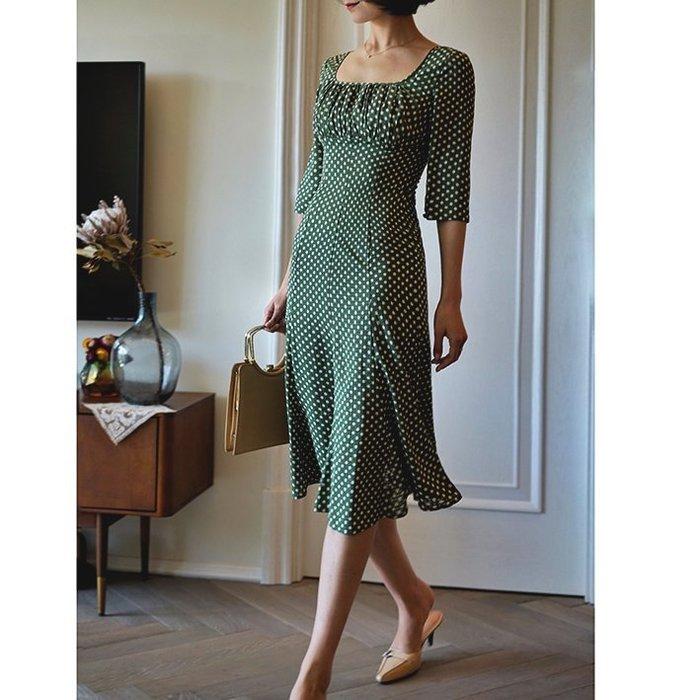 ACHIC┼復古清新 民國初時 青澀女人味方領點點連身裙 飄逸的魚尾小裙襬~綠色,紅色