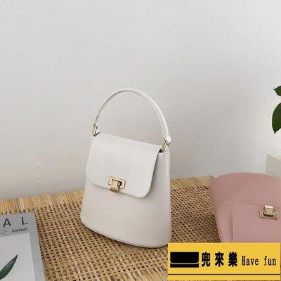 店長推薦2018韓國東大門新款簡約純色手提水桶包~【兜來樂】