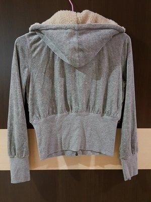 灰色短版外套