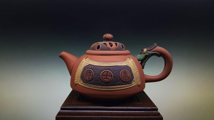 【喬尚拍賣】台灣早期創意壺【賭壺.將士象】落款:玉松煌