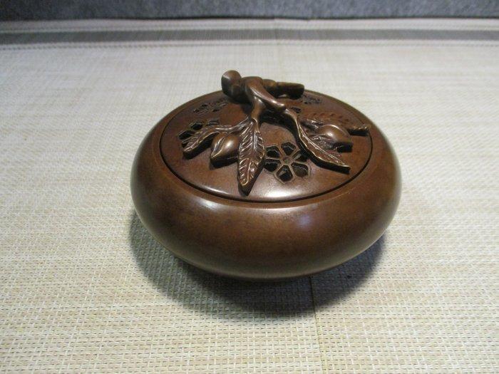 [小型古典黄銅'爐] 乾隆六菱壽桃長春爐/六菱形枚乘,桃鮮生美盎,靈氣氛然揚,最是上吉長。主長生富貴大吉!