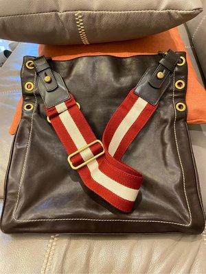 BALLY 咖啡色 紅白紅經典背帶 斜背包 側背包 背帶可拆可調