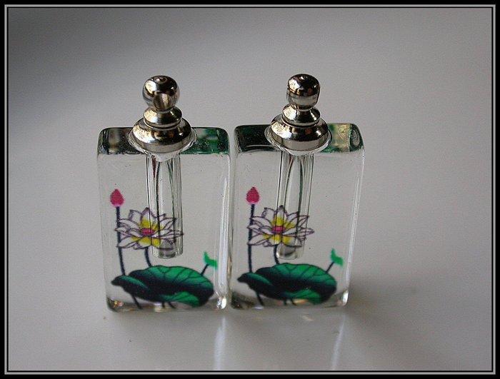 【雅之賞 藏傳 佛教文物】特賣*水晶瓶 /香水瓶 /舍利瓶 (2個) 吊飾 (附膠皮繩)~Q466