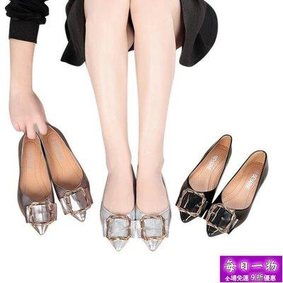 大碼平底鞋 金屬料尖頭淺口軟底方扣裝飾...