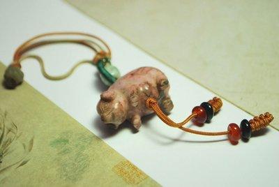【東采藝術珠寶】福豬 玫瑰石吊飾  P00287 賣場還有翡翠 白底青 冰種 紫玉紫羅蘭 血玉 擺件 玉鐲 玉戒