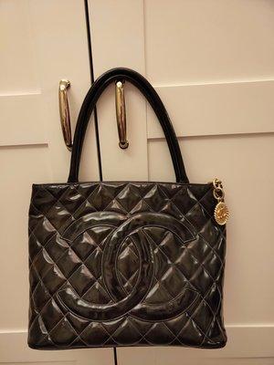 真品 Chanel亮皮 漆皮 肩背包 黑色金幣包 手提包 購物包
