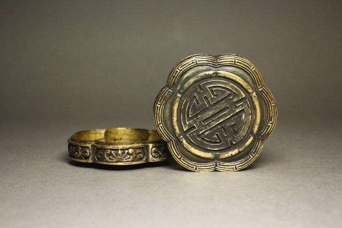 悅年堂 --- 銅鎏金 壽字 花形盒