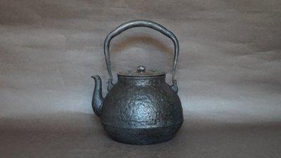 **** 愛忻坊 **** 日本~龍文堂岩肌素紋純銀摘鐵瓶/鐵壺