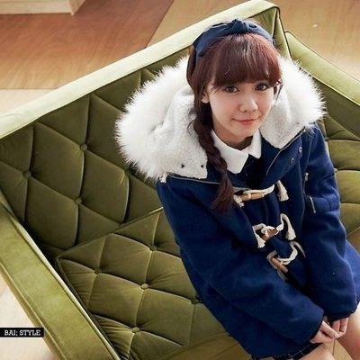 ╭°☆mimi shop☆°╮ 全新轉賣BAi‧白媽媽‧Liberate/毛呢外套/牛角造型滾毛連帽溫暖鋪棉大衣
