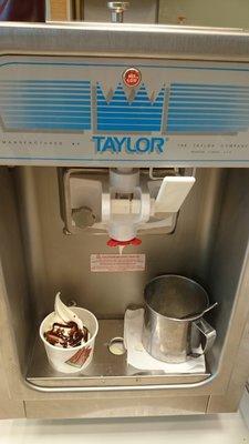 美國泰勒152霜淇淋機 二手霜淇淋機近全新 泰勒霜淇淋機型號152
