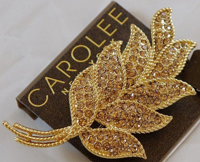 全新美國帶回 CAROLEE 金色亮眼奢華風活靈活現的葉片設計胸針別針,附原廠防塵袋與禮盒,只有一件!無底價!免運費!