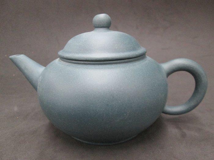 《福爾摩沙綠工場》@早期綠泥-標準.底款:湯渡陶業,容量約200cc,單孔出水@ 特價1500。