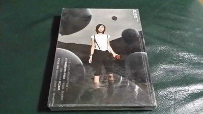 R華語女(全新未拆CD)何以奇~黑白世界~ CD+DVD~(下)