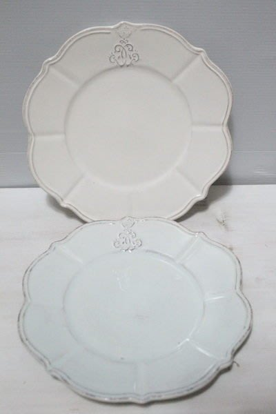 天使熊小鋪~義大利VIRGINIA手製餐盤 雕花CORONA餐盤 有白與藍色2款~蛋糕盤