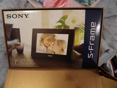 SONY-DPF-D70 數位相框 (紅色) S-Frame - Digital Photo Frame 幾乎像新的一樣 買到賺到