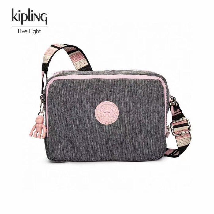 凱莉代購 Kipling K70140 麻灰彩條拼 猴子包 三拉鍊多夾層輕量斜背包 側背 肩背 旅遊 防水 隨身包 預購