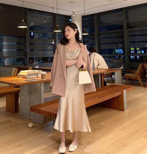 歐美時髦睡裙風,高質感滑緞細肩帶V領連身裙 小魚尾(香檳色,珠光白)
