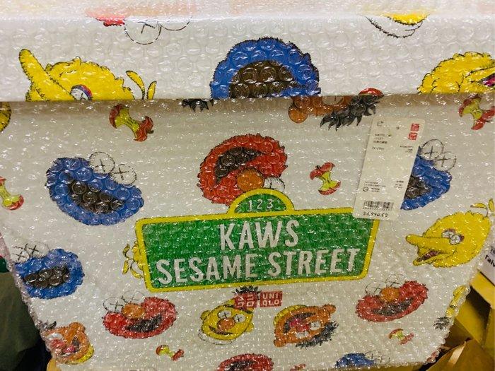 晴晴珍藏區&療癒網拍場—KAWS x UNIQLO x Sesame Street 芝麻街 玩偶全套收藏組 約49cm 含盒子販售 現貨500盒 門市搶購是真品