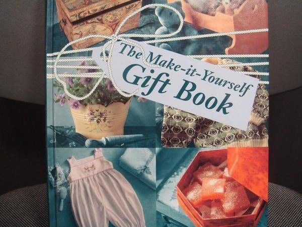 全新 DIY 原文精裝書 - 動手做禮物【Make it Yourself Gift Book】,低價起標無底價!