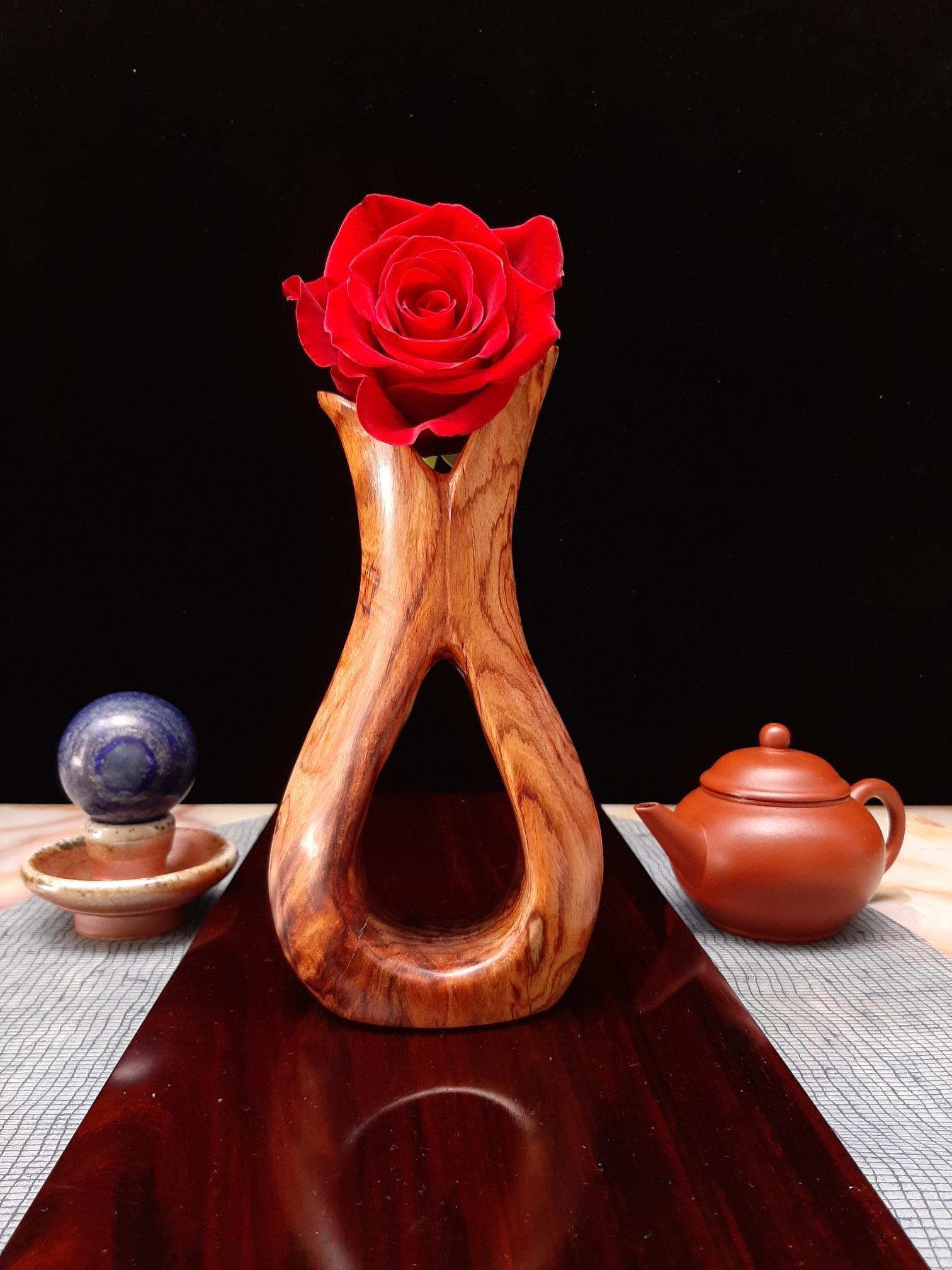 海南黃花梨擺件海黃藝品,最高約18.5公分,最寬約9.5公分,最厚約5公分,重約236公克,公共空間藝術擺件~美麗東方玫瑰~望之任思緒遐想翱翔,擺茶蓆禪意無限