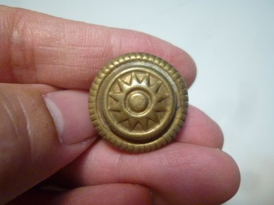 190409~疑似是抗戰時期~國軍官~適用(罕見~本項目一律免運費~貴金屬)老鈕扣