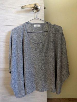 99%新正韓國連線 淺灰超質感繭型飛鼠袖超顯瘦上衣毛衣披肩圍巾 zara moma ealove iroo bff80s