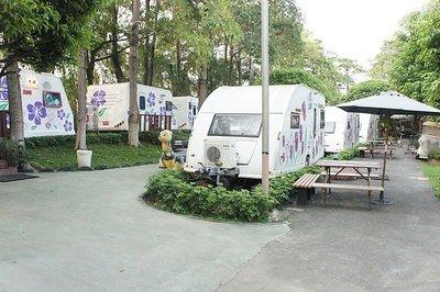 快樂自由行 嘉義 詩情花園 假日3人房六星級RV露營車住宿券(含3客早餐、及免費腳踏車可使用)