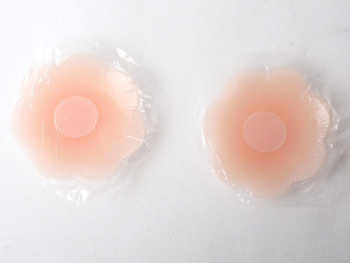 【幸福2次方】夏日必備 無痕防走光膚色造型矽膠胸貼 隱形胸貼乳貼 可下水可重覆使用 - 多款可選