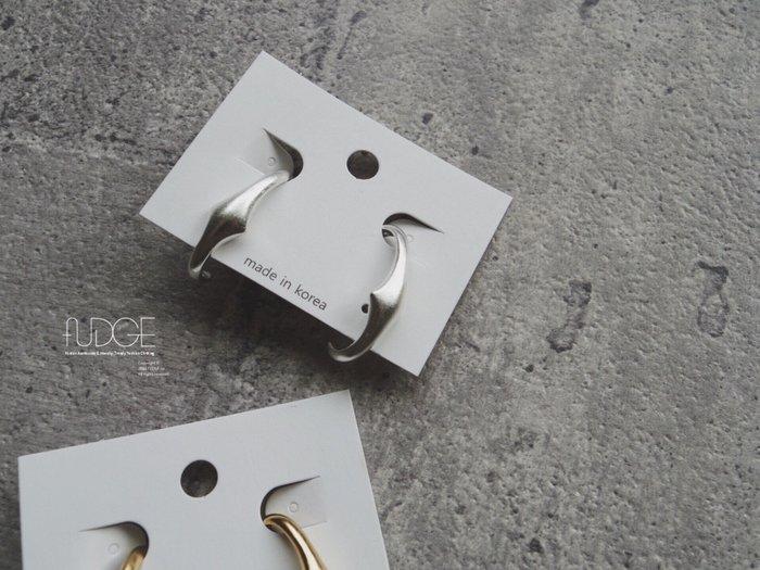 FUDGE法橘 / 正韓 特價款 霧面質感金屬半圓弧耳環/LE19616