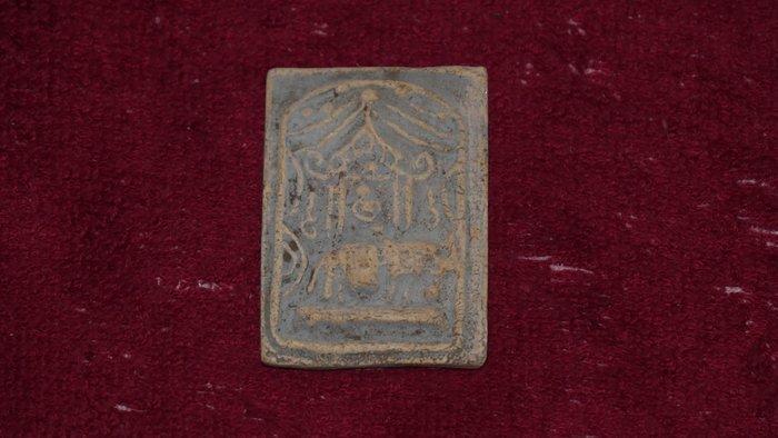 (希瓦利佛牌殿) AA01 2408 玉佛寺 舍利崇迪 阿贊多 有香味 4.3x3.2x0.4cm