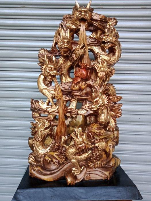 九龍搶珠 台灣香樟木雕刻 作者:巫景豐