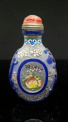 【采芝齋】早期收藏 絕美 清代 雙色套料 雙龍開窗 花卉 乾隆年制 鼻煙壺