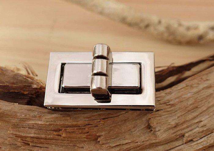 老約翰 書包鎖 小 鎖扣 DIY 箱包 包鎖 五金鎖扣 擰鎖  五金配件 拼布 皮雕 皮革