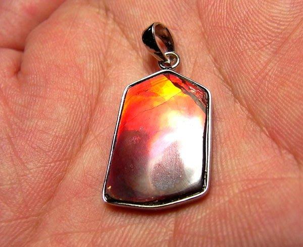 小風鈴~天然極品七彩斑彩石墜子(重2.5g)又名~發達石.聖變石(帶強烈紅綠光)