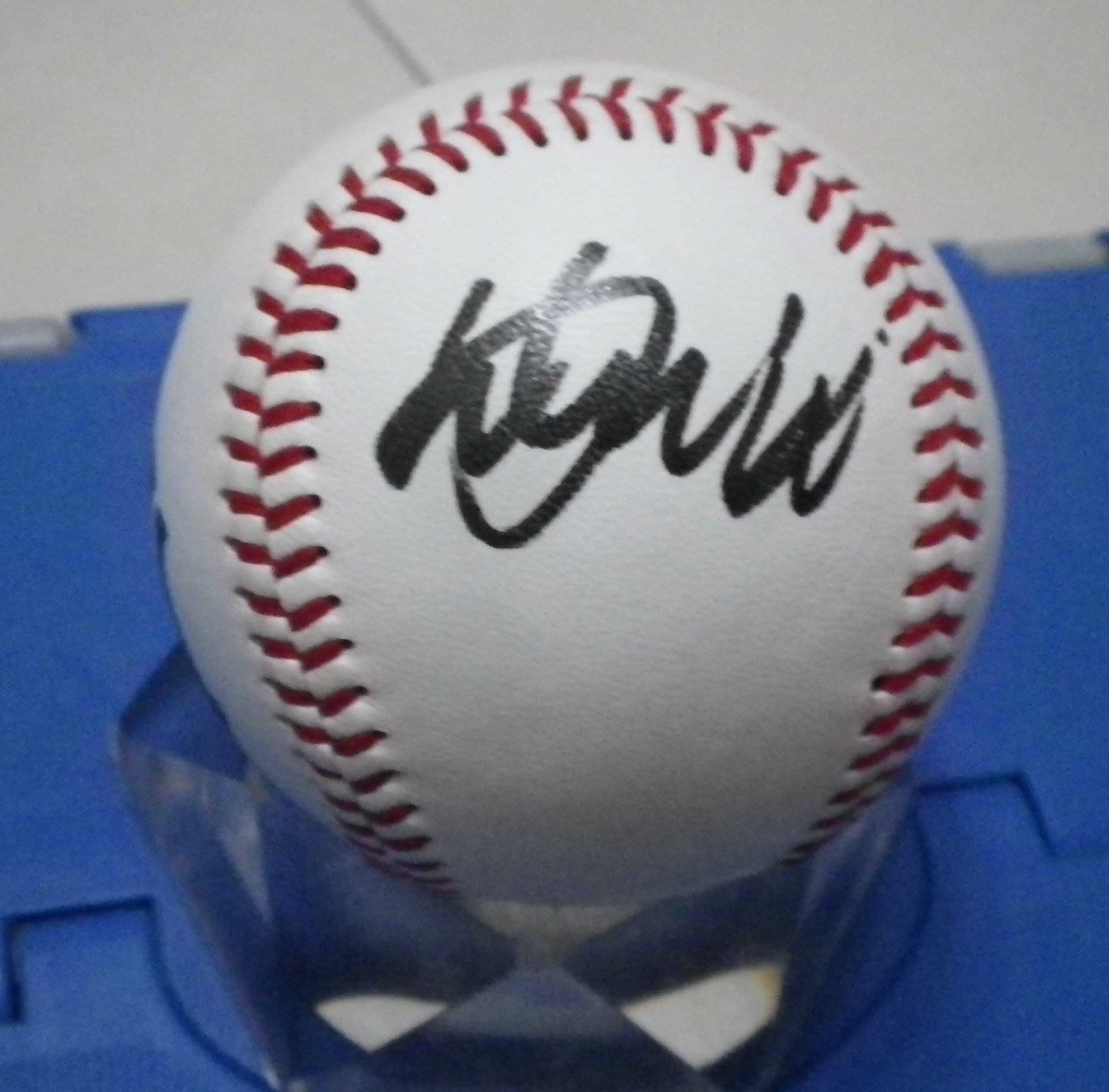 棒球天地--5折賠錢出-- 鈴木一朗 Ichiro Suzuki 簽於洋基練習球.字跡超漂亮
