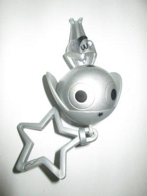 {1497}麥當勞McDonald's 2002銀色Keroro軍曹硬質塑膠玩偶吊飾/高約12公分(表面有使用磨擦痕跡,