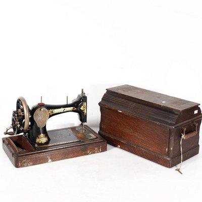百寶軒 1908年蘇格蘭古董勝家singer手搖縫紉機精美彩色印花帶箱配件全 ZG2483