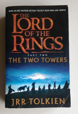 【書香傳富2001】LORD OF THE RINGS Part Two_JRR TOLKIEN---7成新/西文書