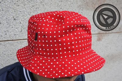 【A-KAY0 5折】UNDEFEATED DOT BUCKET HAT 漁夫帽 紅【532250RED】